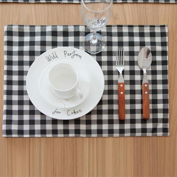 Algodón y lino Estera de la tabla de la estera del inspector blanco y negro almohadilla del aislamiento del calor del cuenco cubierta de la tela vajilla paño de la servilleta occidental