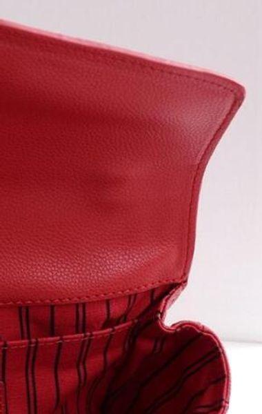 cuir embossé rouge