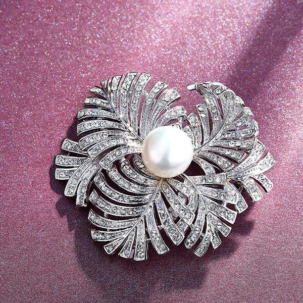 Düğün Parti boncuklu inci hediye kadın bayan elmas takı gelin oyunculuk için mezuniyet CDE-1240 Broşlar