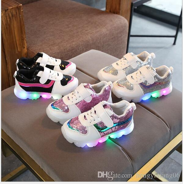 NOVA Moda Infantil Luminosa Sapatos Estrelas Imprimir Meninas Sapatos Baixos Luminosa Não-deslizamento Resistente Ao Desgaste Sapatos Para Crianças de Melhor qualidade hf08