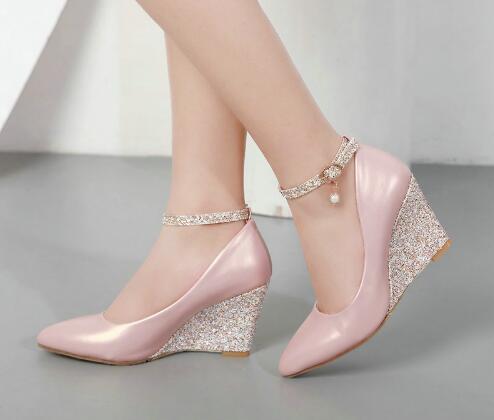 Siyah Pembe Beyaz Kama Ayakkabı Kadınlar için Takozlar Yüksek Topuklu Ayak Bileği Kayışı Sivri Burun Zarif Düğün Ayakkabı Bayanlar 2019 Pompalar