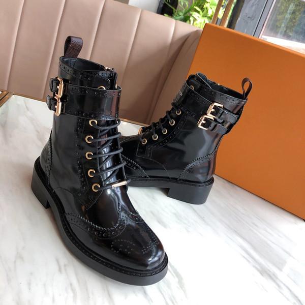 Top qualidade moda sapatos casuais 2019 novas senhoras botas de couro plataforma Martin botas estilo de perfuração a laser botas de moto tamanho 35-40