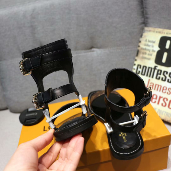 19ss New L Women Sandals Real Leather Chain Skin Flat Heels Sandal 35 42 Rivet Transparent Slippers Slide Sandals Flip Flops Birkenstock Sandals Shoes
