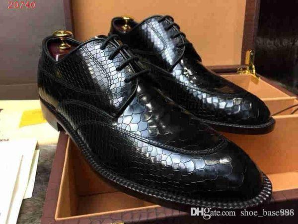 Les chaussures en cuir de crocodile, les mocassins pour hommes en peau de vache et les chaussures en daim, les dernières créations de designers célèbres, se vendent bien en 2019