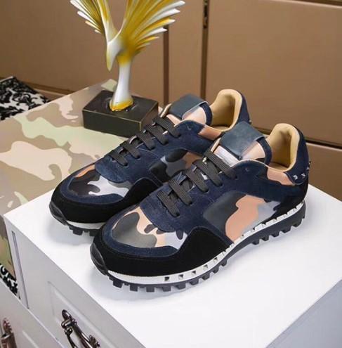 2019Primavera e verão novo V casa camuflagem casuais homens e mulheres casal sapatos de desporto rebites rendas de couro cor maré sapatos de correspondência m1896010