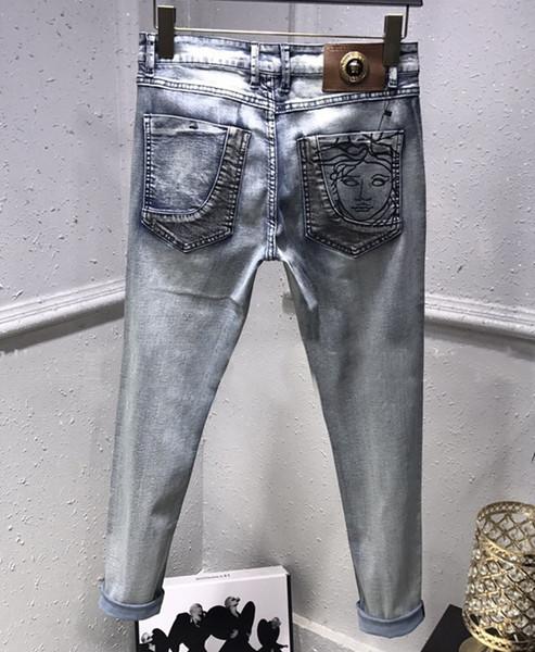 2019 Frühling Sommer Herren Skinny Light Blue Jeans gesticktes Loch Slim Fashion Designer Straight Ripped Washed Slim Fit Freizeithose
