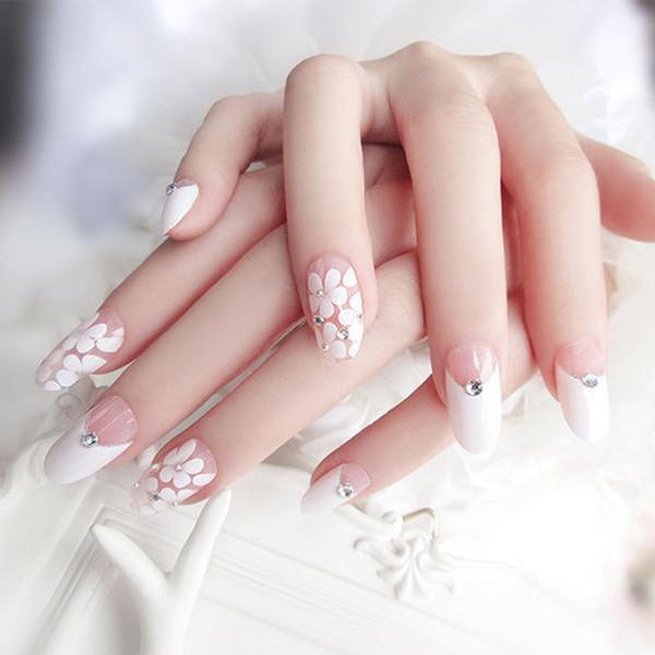 24pcs / Set Style Japon Long Faux Ongles Tête Ronde Tête Strass Blanc Floral Artificiel Nail Art Beauté Mariée Nail Outils avec De La Colle