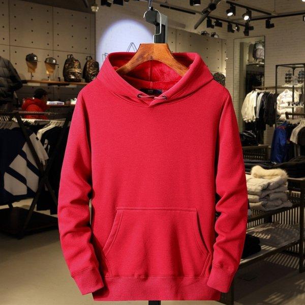 con capucha de color rojo