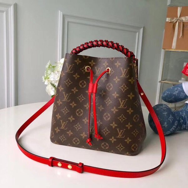 2019 Women handbag waist pack ladies handbag high quality lady clutch purse retro shoulder bag size 26*26*17.5 cm M43985 01