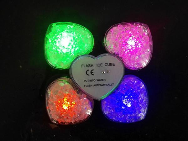 Alta Qualidade flash Amor Ice Cube Water-Actived flash LED Luz colocado na água Beba flash automaticamente para festa de casamento Bares Natal