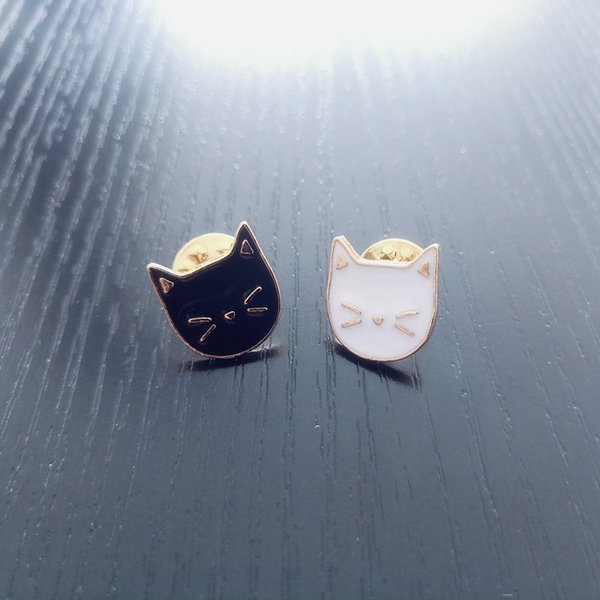 Cute Black White Cat Brooches Couple Animal Badges For Women Enamel Pins Clothes Lapel Pin Hat Bag Icons Jewelry Men Accessories