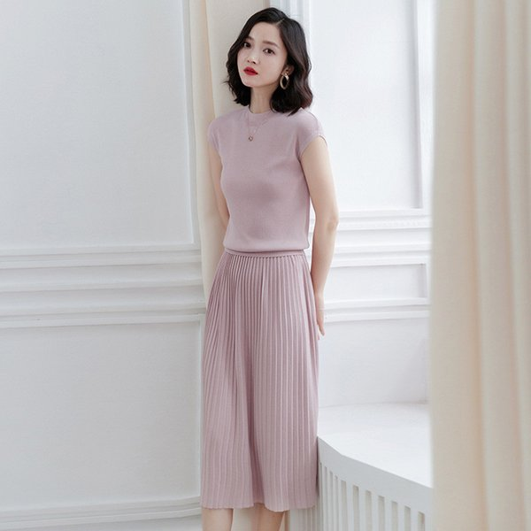 Women Crop Tops + Skirts Two Piece Set Short Sleeve O Neck High Waist Knitted Pleated Skirt Suits Elegant Korean Style Suits