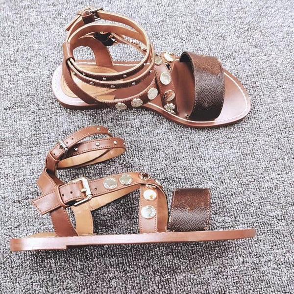 2019 Bayanlar Kama Sandalet Tasarımcılar Sandalet Tasarım Slaytlar Kadın Terlik Yüksek Kaliteli Gladyatör Sandalet Deri Kadın Terlik Chaussures