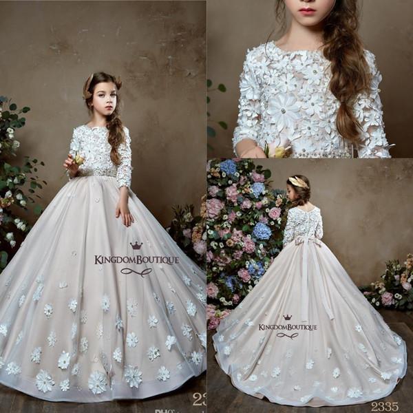 Princesa Modest Lace Vestidos largos para niña de flores para la boda Apliques Flores hechas a mano Botón cubierto Parte posterior de cumpleaños de los niños vestido BC1712