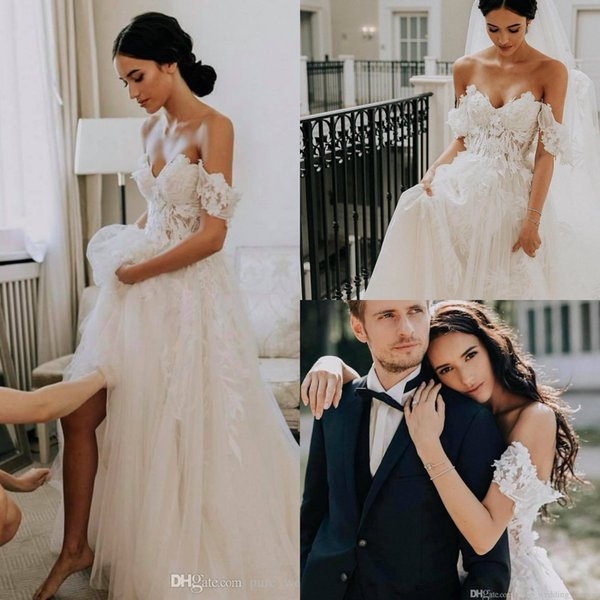 2019 Sexy Off-Shoulder Lace Wedding Dresses A-Line Illusion Appliqued Button Back Garden Bridal Gowns Sweep Train Boho Wedding Dress