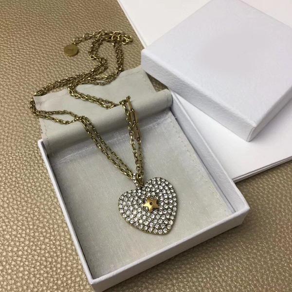 Collier pendentif coeur luxueux en métal Insérer une longue chaîne de diamants avec des lettres D timbre bijoux de mode pour cadeau de filles