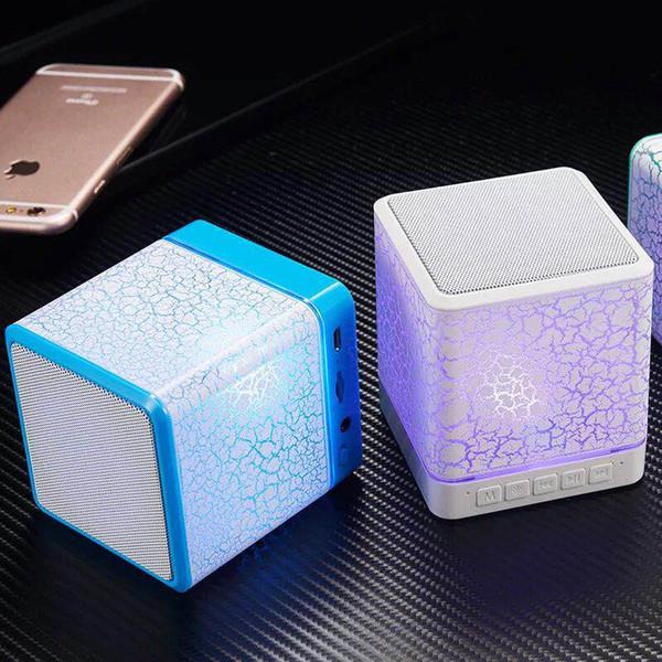 Mini altavoz bluetooth inalámbrico, teléfono móvil, tarjeta de conexión, voz portátil, luces de colores y estéreo con una caja de venta al por menor