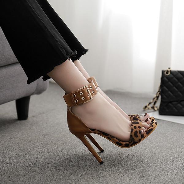 Femmes léopard bride à la cheville mode rivet talons hauts sandales sexy bout ouvert couverture à talons