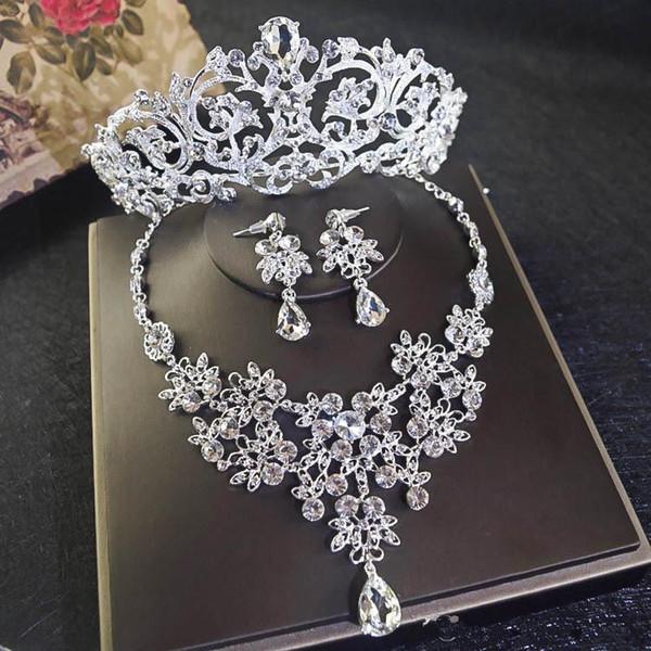 Krone + Halskette + Ohrring