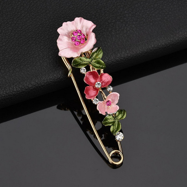 Fashion Hot Sale Flower Ladies Brooch Metal Hollowed Out Gol Rhinestone Brooches Alloy Lapel Pin Designer For Women Girl Jewelry 3 Colors