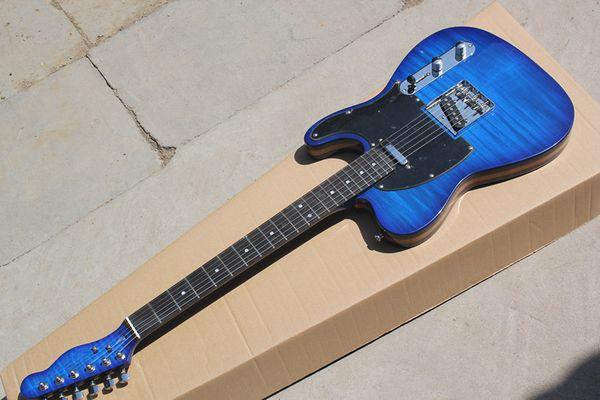 La guitarra azul personalizada de fábrica con tablero de protección negro y placa de dedo de madera rosa, se puede personalizar de acuerdo con los requisitos.