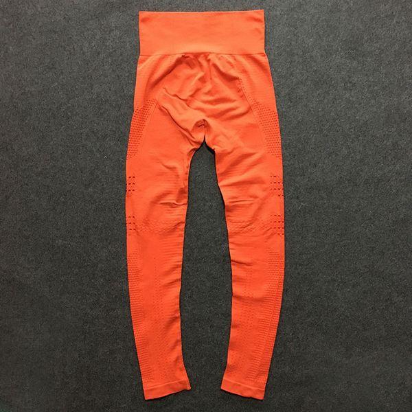 C18 (calça laranja)