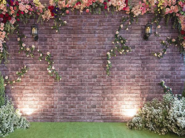 Ambiti di provenienza senza cuciture della cabina della foto dei fondali di fotografia del vinile del muro di mattoni dei fiori variopinti per i puntelli romantici dello studio della festa nuziale