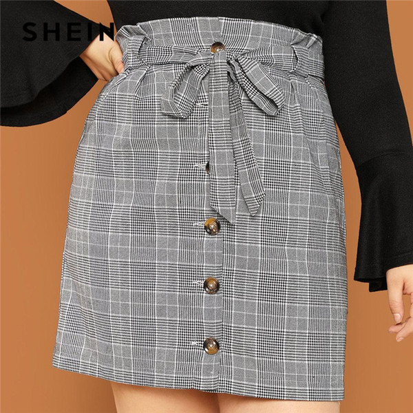 SHEIN Botón gris con volantes en la parte delantera Cintura alta Tallas grandes Mini falda recta con fajas con fajas mujeres Streetwear con cinturón faldas cortas