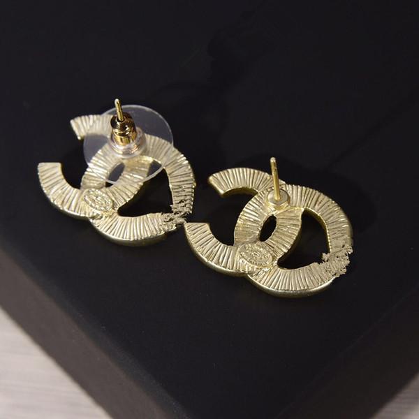 2019 Boucles d'oreilles en perles classiques de petite taille C