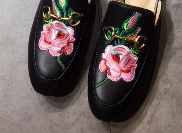 Noir / fleurs