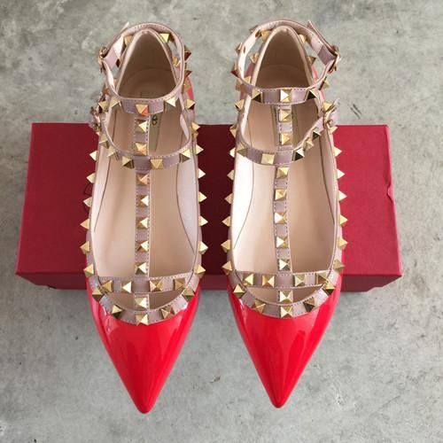 Натуральная кожа ремень шипованных плоский каблук Обувь острым носом лодыжки обернуть заклепки сандалии лакированная кожа квартиры обувь дамы Валентина обувь