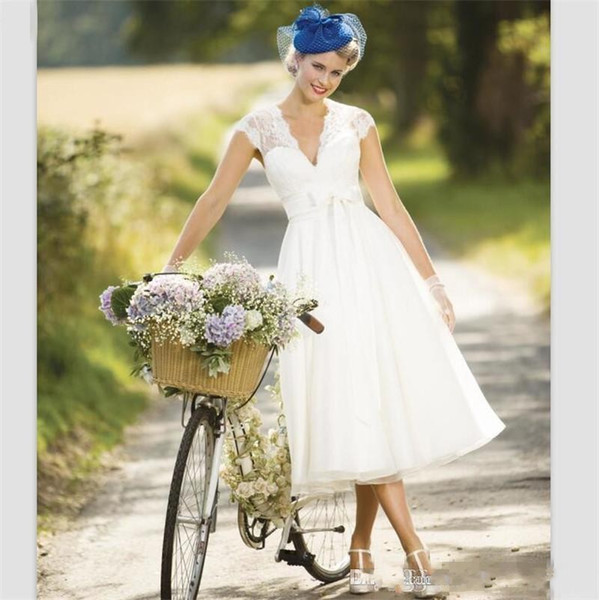 Vintage Country Wedding Dresses 2019 Sexy V Neck Cap Sleeve Tea Length Summer Beach Short Bridal Gowns