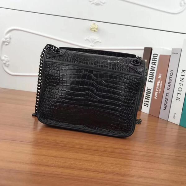 La borsa da lettera nera di alta qualità da designer, borsa a tracolla con design coccodrillo, borsa con hardware nero, borsa da donna in vera pelle 23 cm 1819