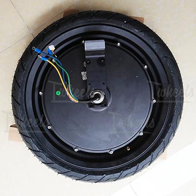 Motor with tire