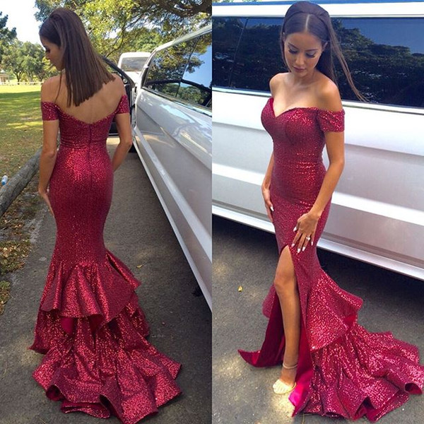 2019 New Red Paillettes Mermaid Prom Dresses Charme Off spalla Shiny Paillettes Sweep Train economici abiti da sera lunghi