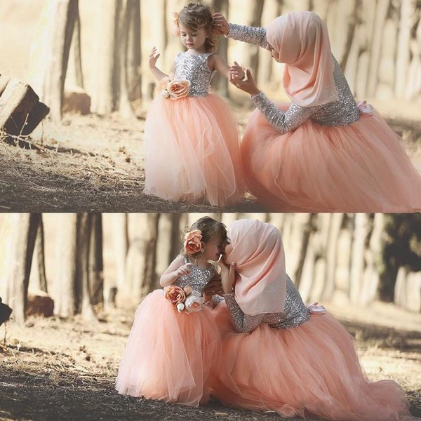 Gorgeous 2019 Mother and Daughter Muslim Evening Dress Matching Outfits Shiny Silver Sequined Bodice Blush Tulle Skirt Prom Dresses