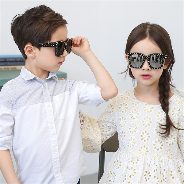 Stylish INS Kids Girls Sunglasses Rivet 6 Colors Fashions UV 400 Sunglasses Vintage style Round Kids Dazzle Colour Beach Sunblock