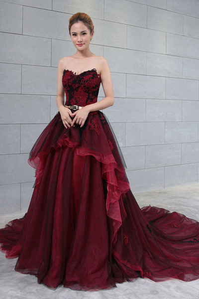 2019 New Arrival Black and Red Gothic Wedding Dress Sweetheart Vintage Corset Back Women Non White Bridal Gowns With Color