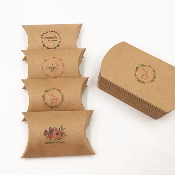 8x5.5x2cm Vari modelli Design Retro Kraft Paper Pillow Box Mini Lovely Wedding Candy / Biscuit Packaging Box 20/50/100/200 PC