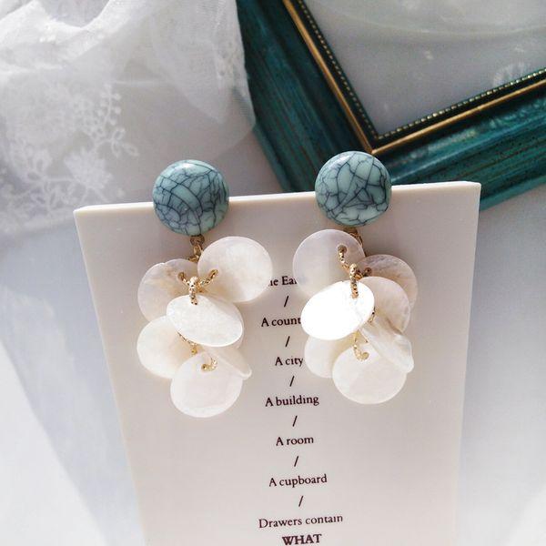 Eleganti orecchini a bottone a forma di petalo senza foro per l'orecchio Romantico tondo in pietra di resina con clip rotonda su orecchini senza piercing per le donne