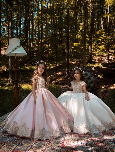 Robes de soirée de mariage de petites filles 2019 appliques de satin froncé perlée ceinture écharpe anniversaire robes de soirée de mariage de petites filles