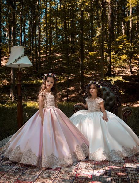 Mangas de Renda A Linha de Flor Menina 'Vestidos 2019 Cetim Applique Ruched Frisado Faixa de Aniversário Vestidos de Festa de Casamento Das Meninas