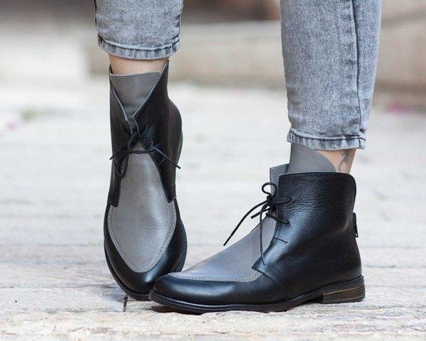 Gri Kadınlar Çizme