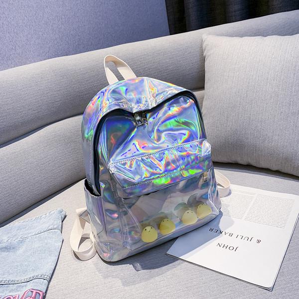 Les nouveaux sacs à dos laser du designer de luxe sont des sacs à dos polyvalents, simples et de grande qualité