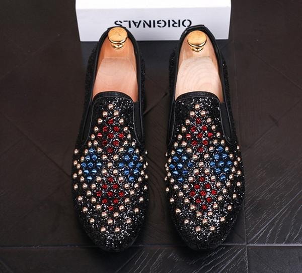 Scarpe da uomo da uomo estive di alta qualità scarpe con paillettes rivetti neri dorati scarpe piatte casuali crimine designer sliderssafety tacchetti b18