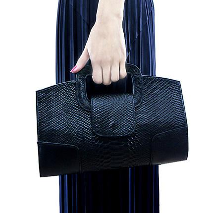2019 new snake pattern leather clutch bag female European and American tide fashion handbag female hand bag female