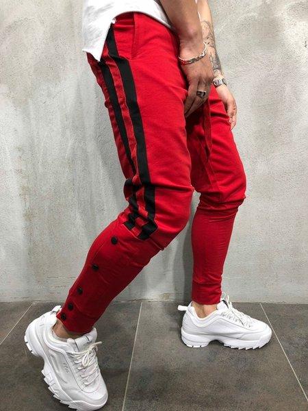 검은 색 줄무늬가있는 빨간색