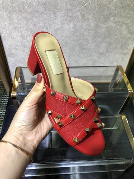 2019 New Fashion Popolare Pantofole da donna Bowknot Rivetti Slip on Piatti Scivoli Sandali Scarpe estive Moda Slip on Pantofole