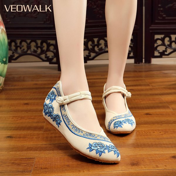 Designer Dress Shoes Veowalk Handmade Women Vintage Wedges Old Peking Pointed Toe Platforms Ladies Flower Embroidered Pumps sapato feminino