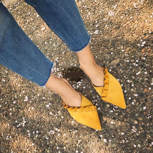 Venta al por mayor Zapatillas de mujer Zapatillas planas para mujer Zapatillas planas con volantes en la moda para mujer Zapatos Plataforma de tela Mocasín Flip Flop